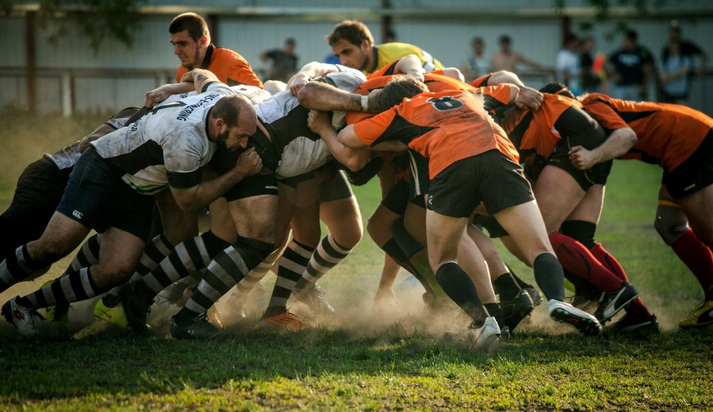 Rugby-Spieler beim Scrum